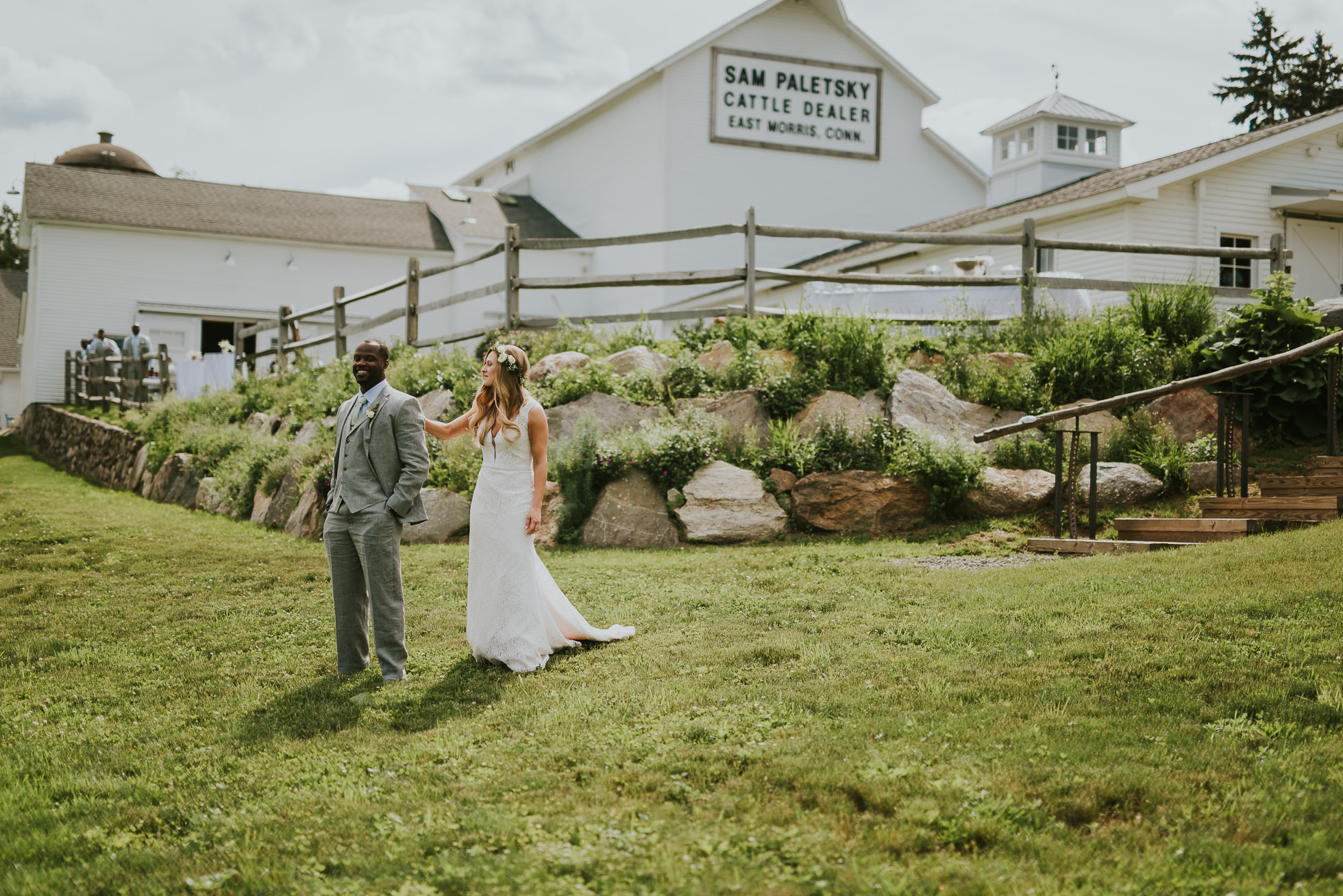 first look on a farm photographed by Traverse the Tides