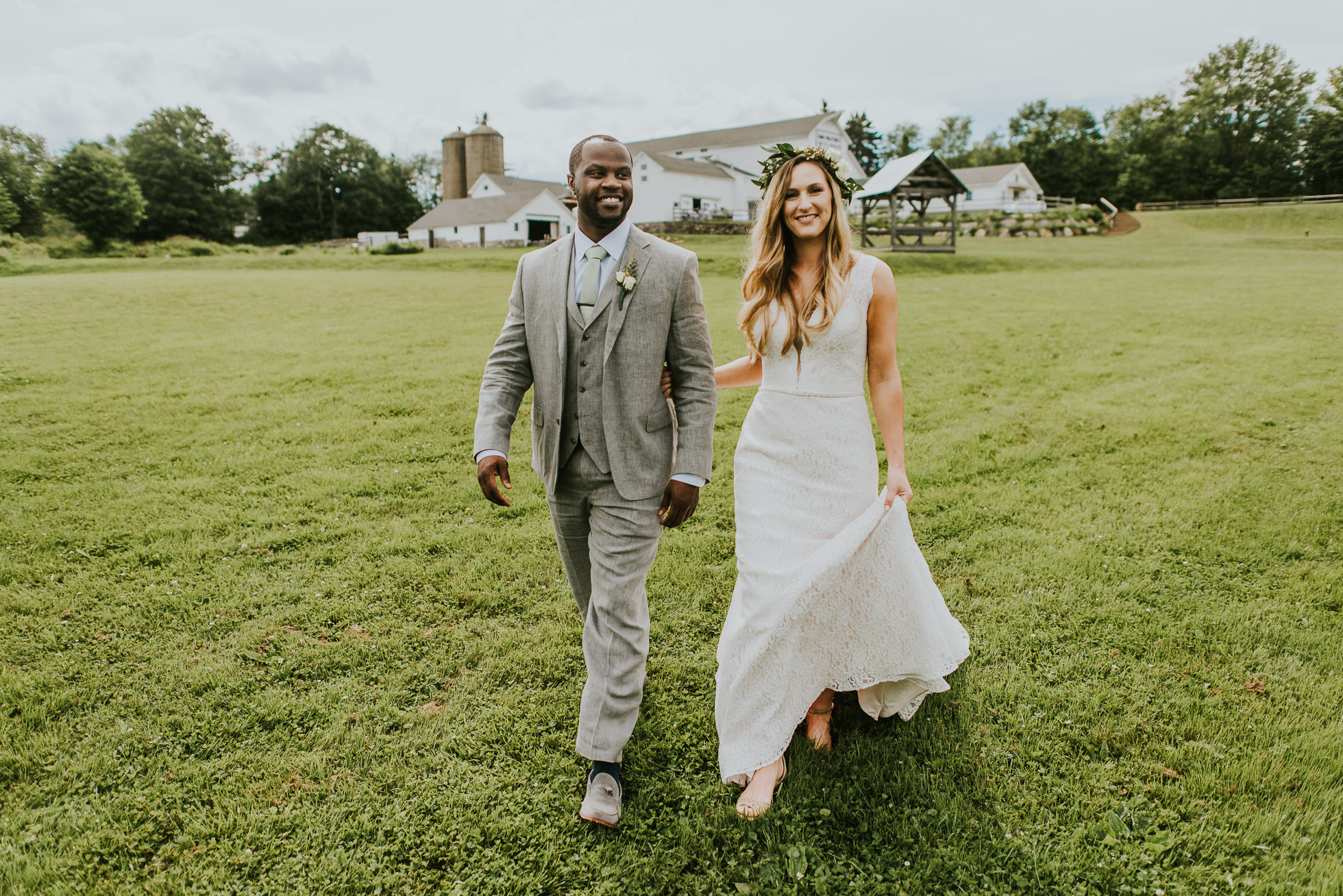 rustic wedding photos photographed by Traverse the Tides