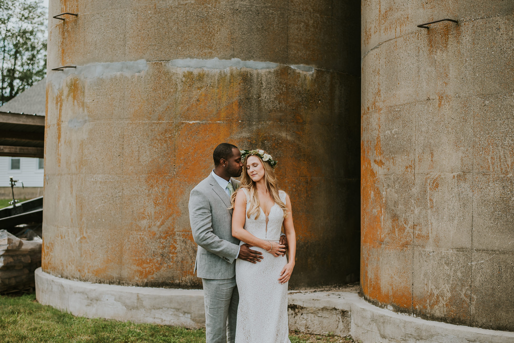 farm wedding photos photographed by Traverse the Tides