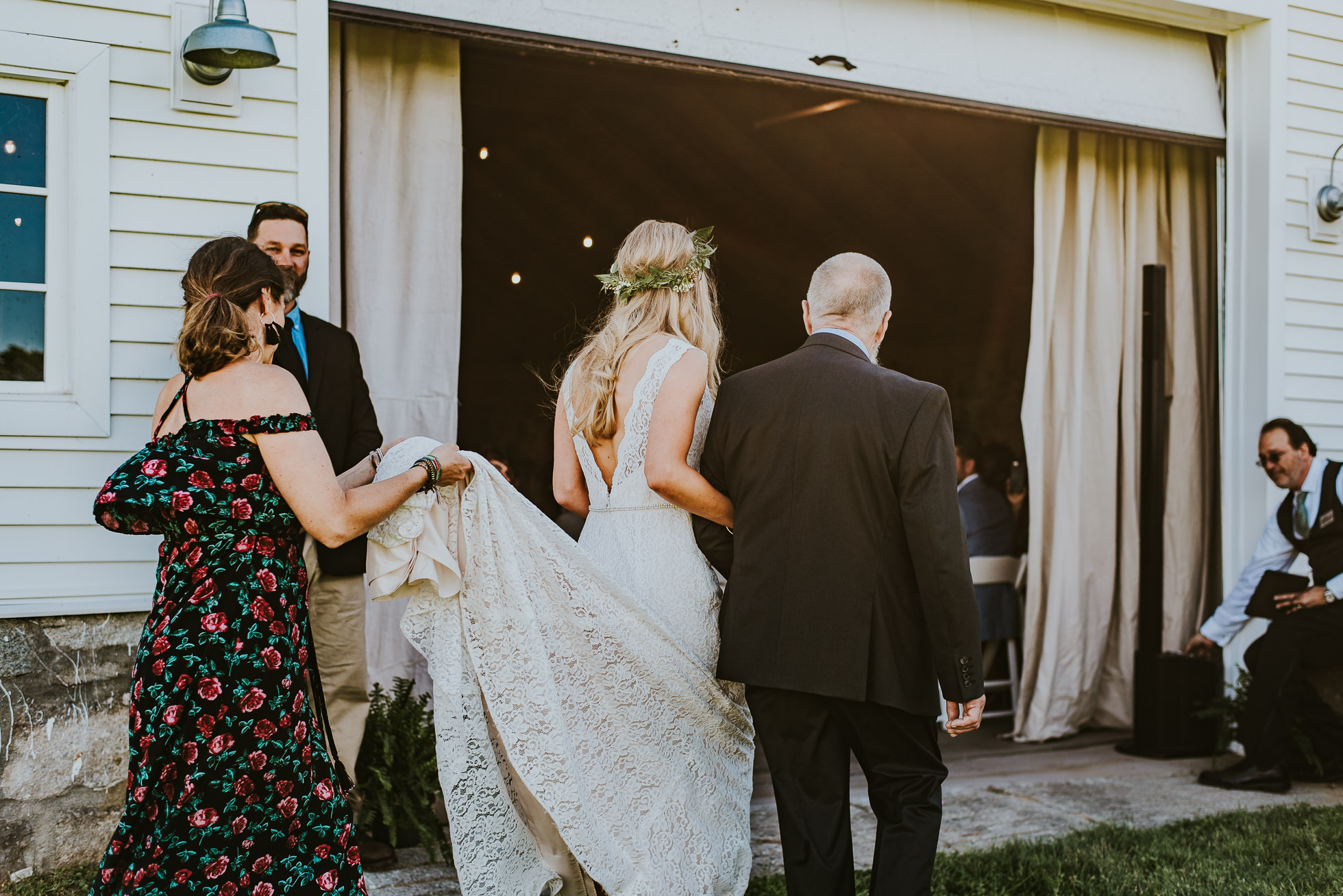 bride entrance ceremony photographed by Traverse the Tides