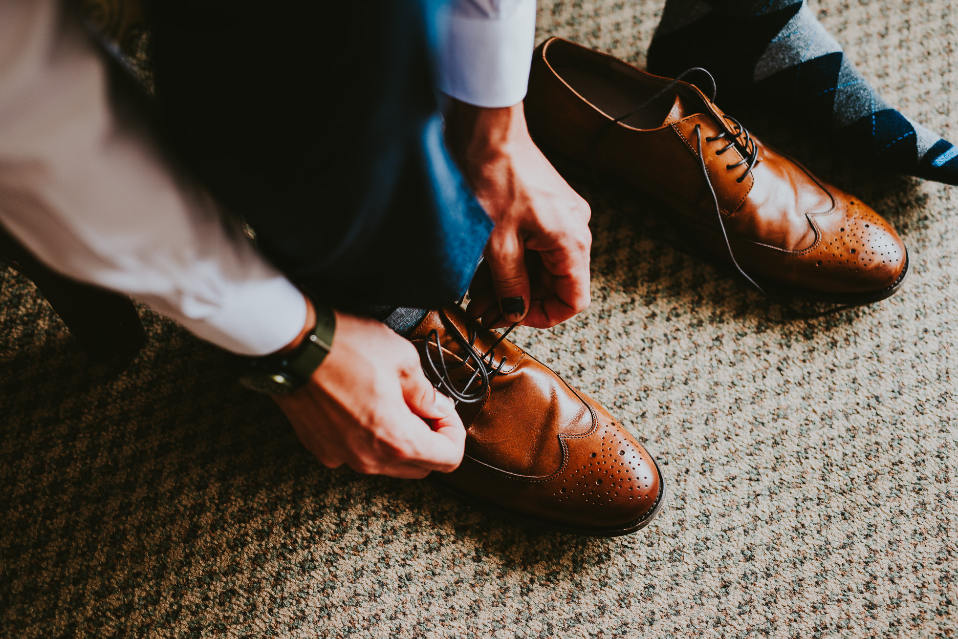 groom's shoes at olde tater barn in central bridge, ny photographed by traverse the tides