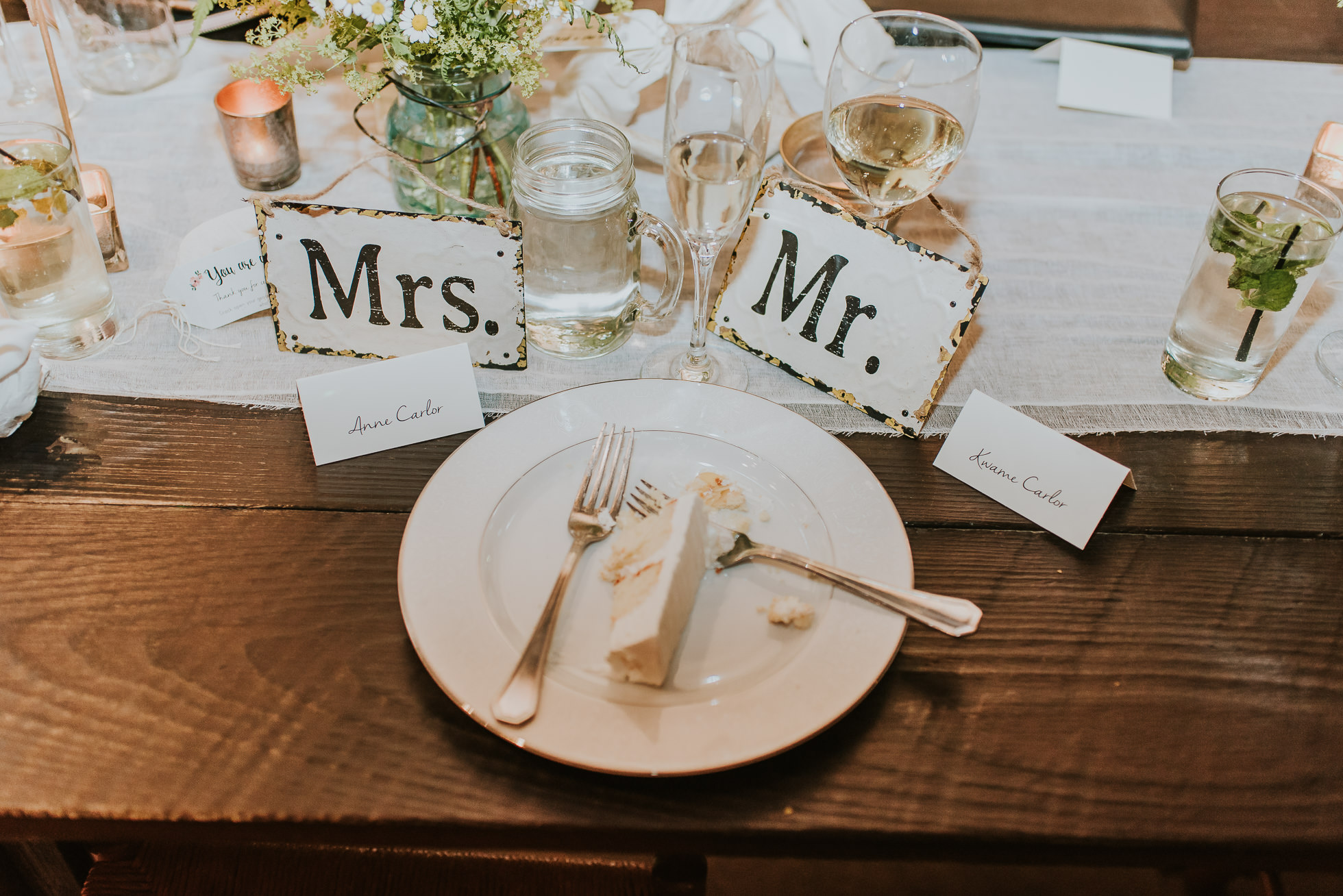 rustic wedding table setting photographed by Traverse the Tides