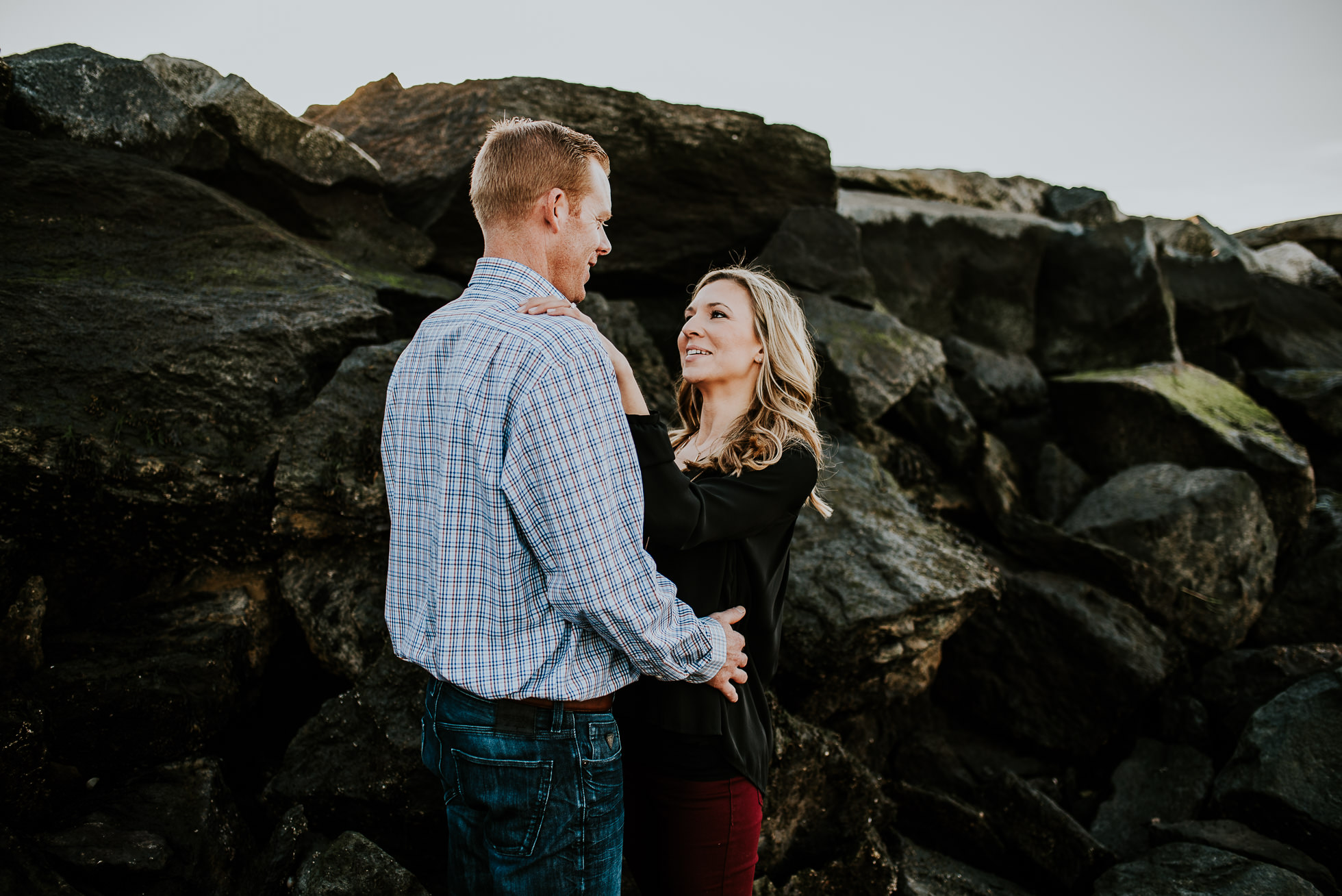 beach engagement session photographed by Traverse the Tides
