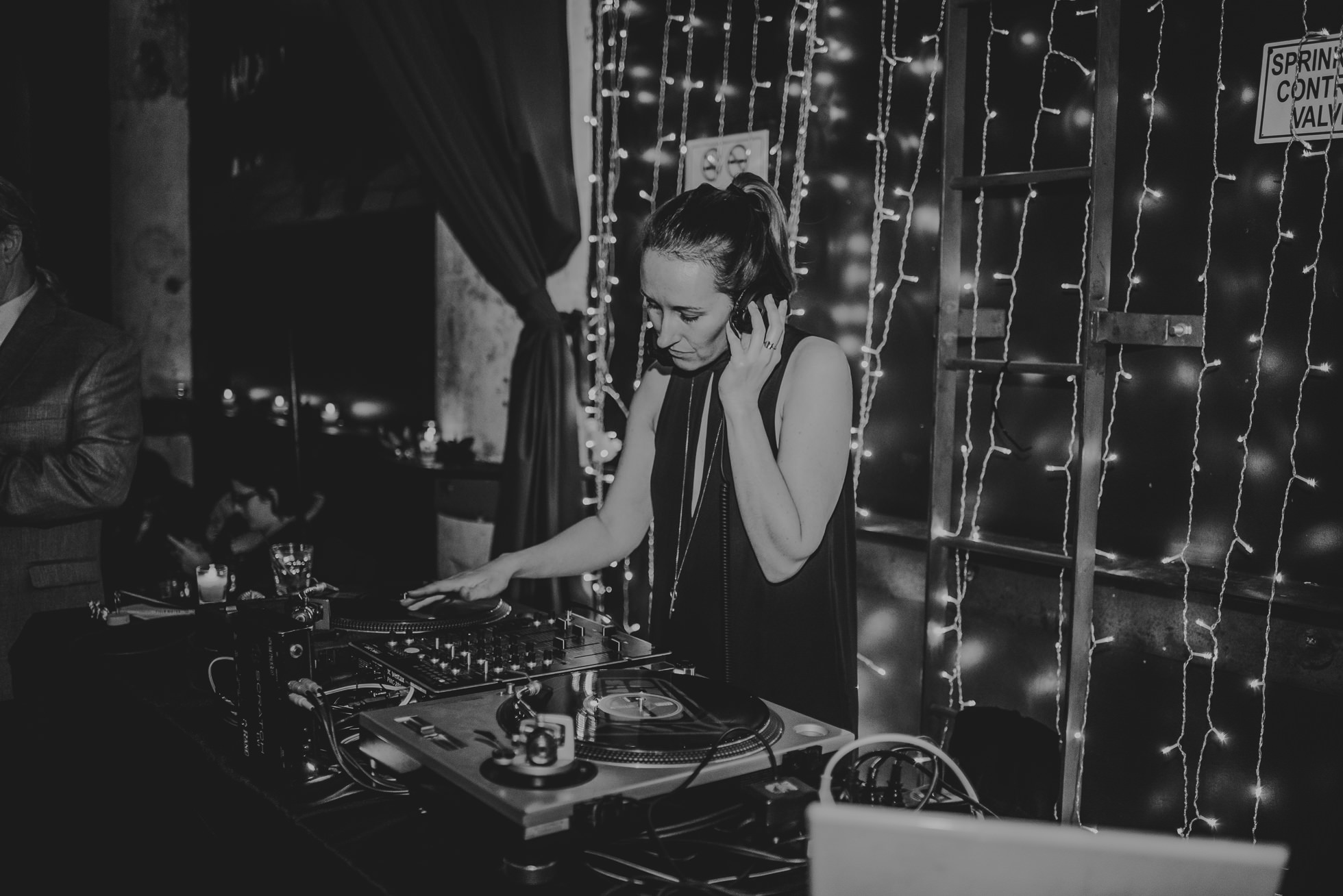 brooklyn wedding dj photographed by Traverse The Tides