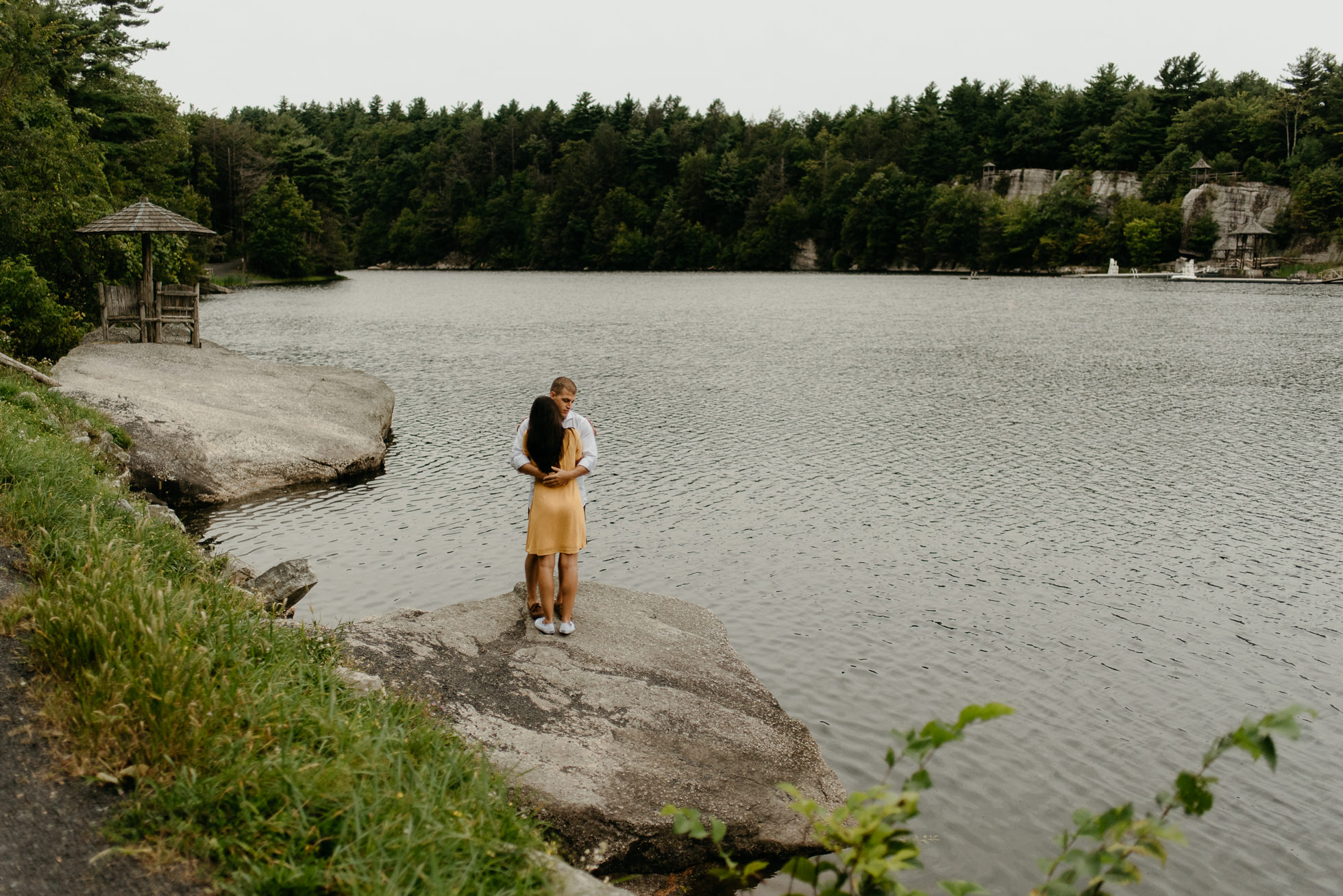couple hugging at Mohonk Mountain House