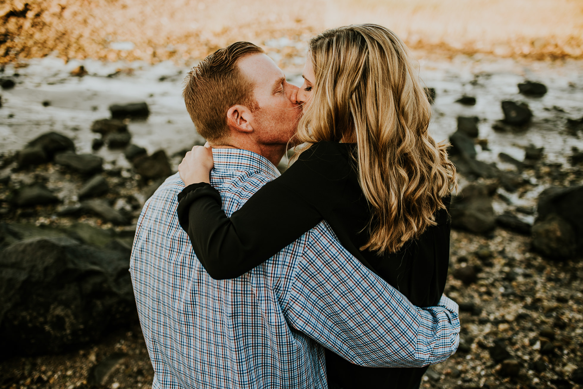 engagement session couple kissing photographed by Traverse the Tides