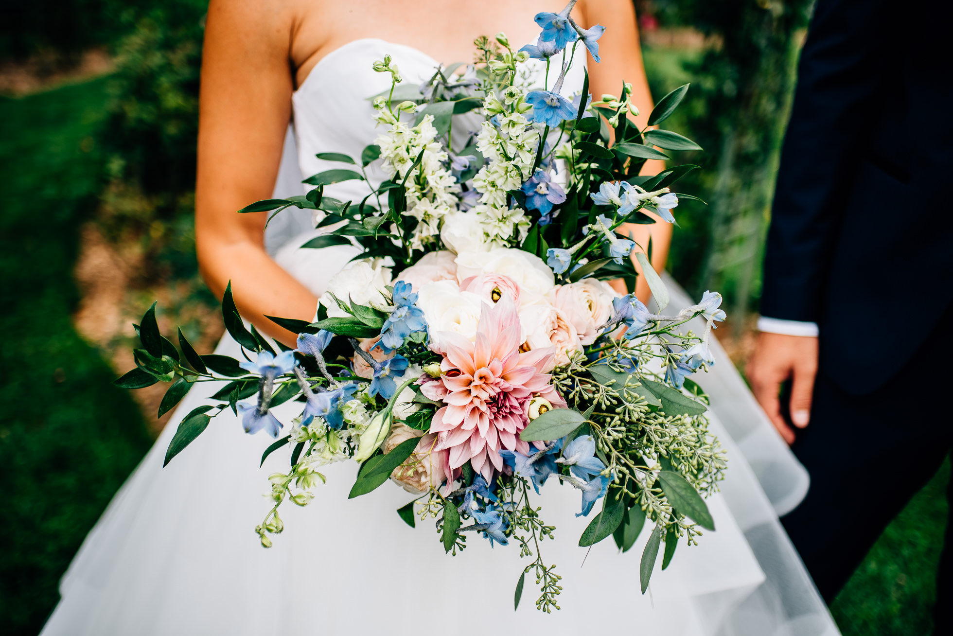 bride bouquet at lyndhurst castle rose garden photographed by traverse the tides
