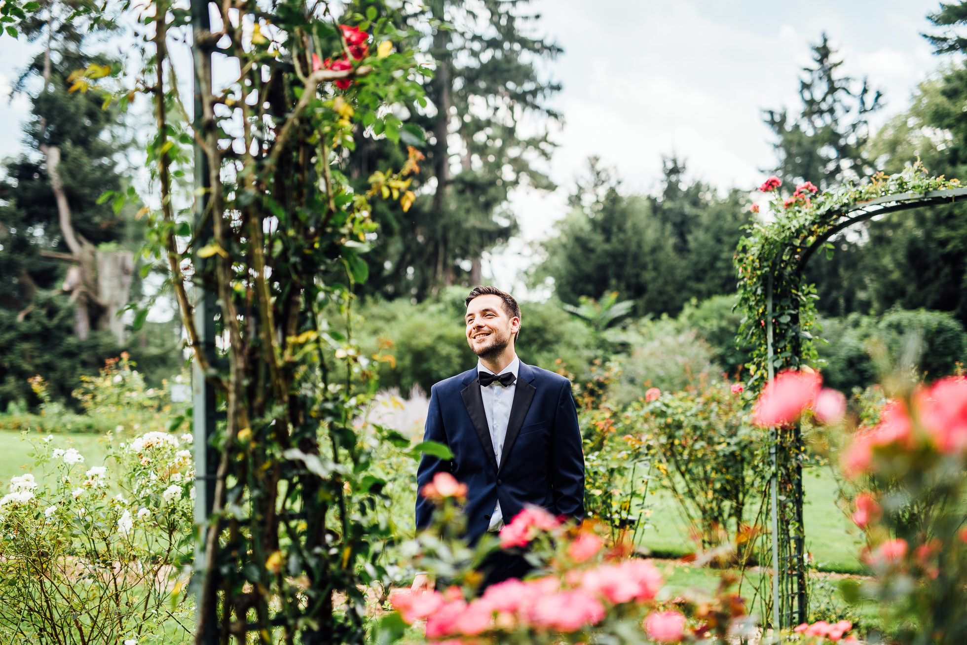 groom first look at lyndhurst castle rose garden photographed by traverse the tides-2