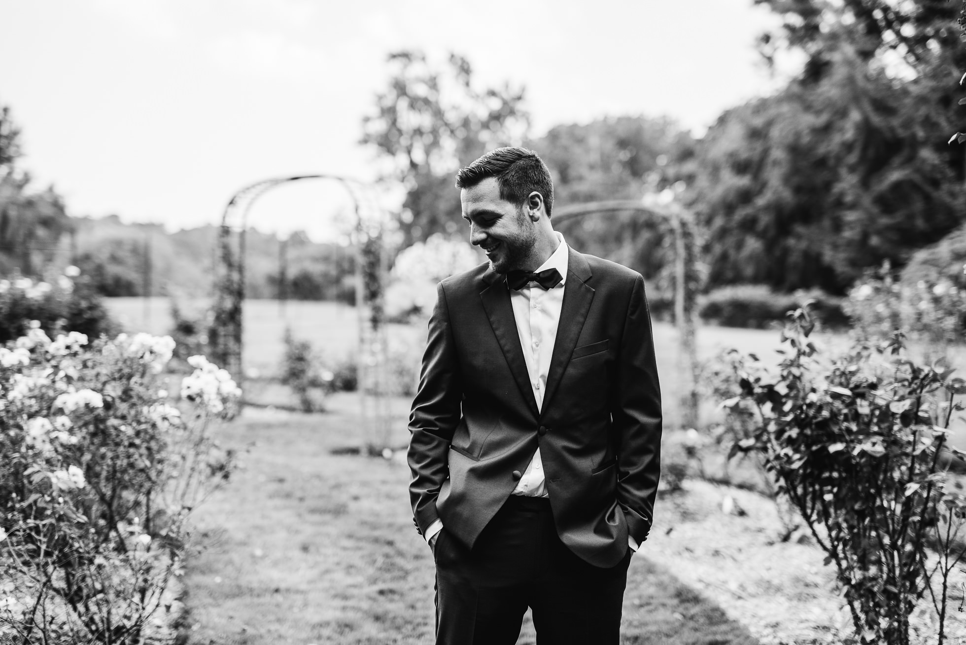 groom first look at lyndhurst castle rose garden photographed by traverse the tides