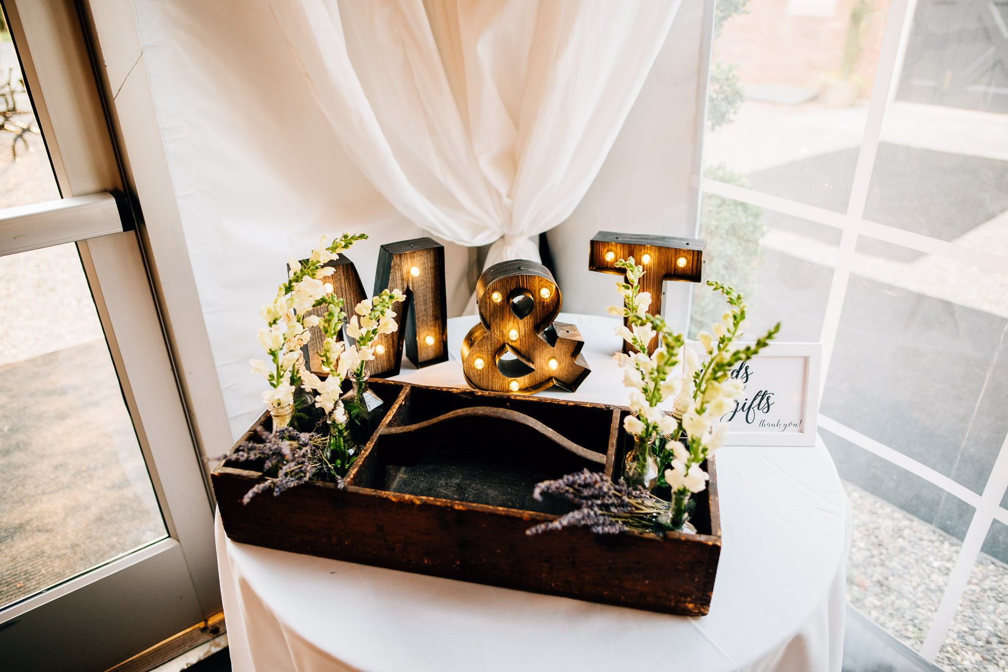 table decor at lyndhurst castle wedding photographed by traverse the tides-2