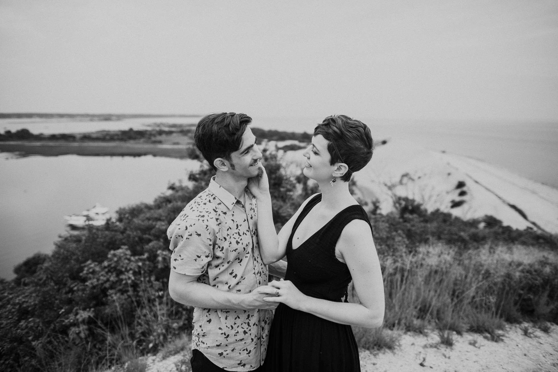 long island beach engagement session photographed by traverse the tides