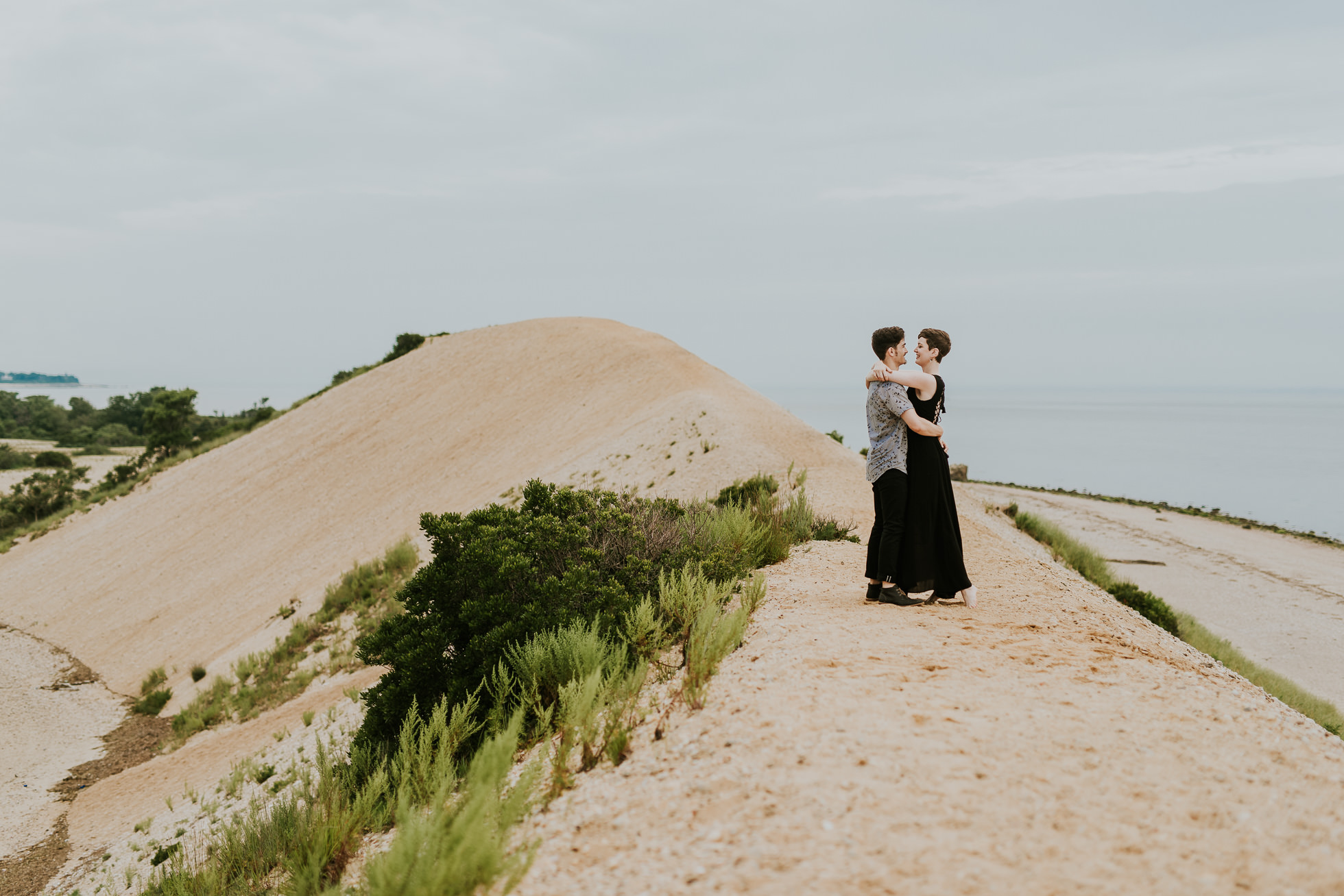 engagement photo outfit ideas photographed by traverse the tides