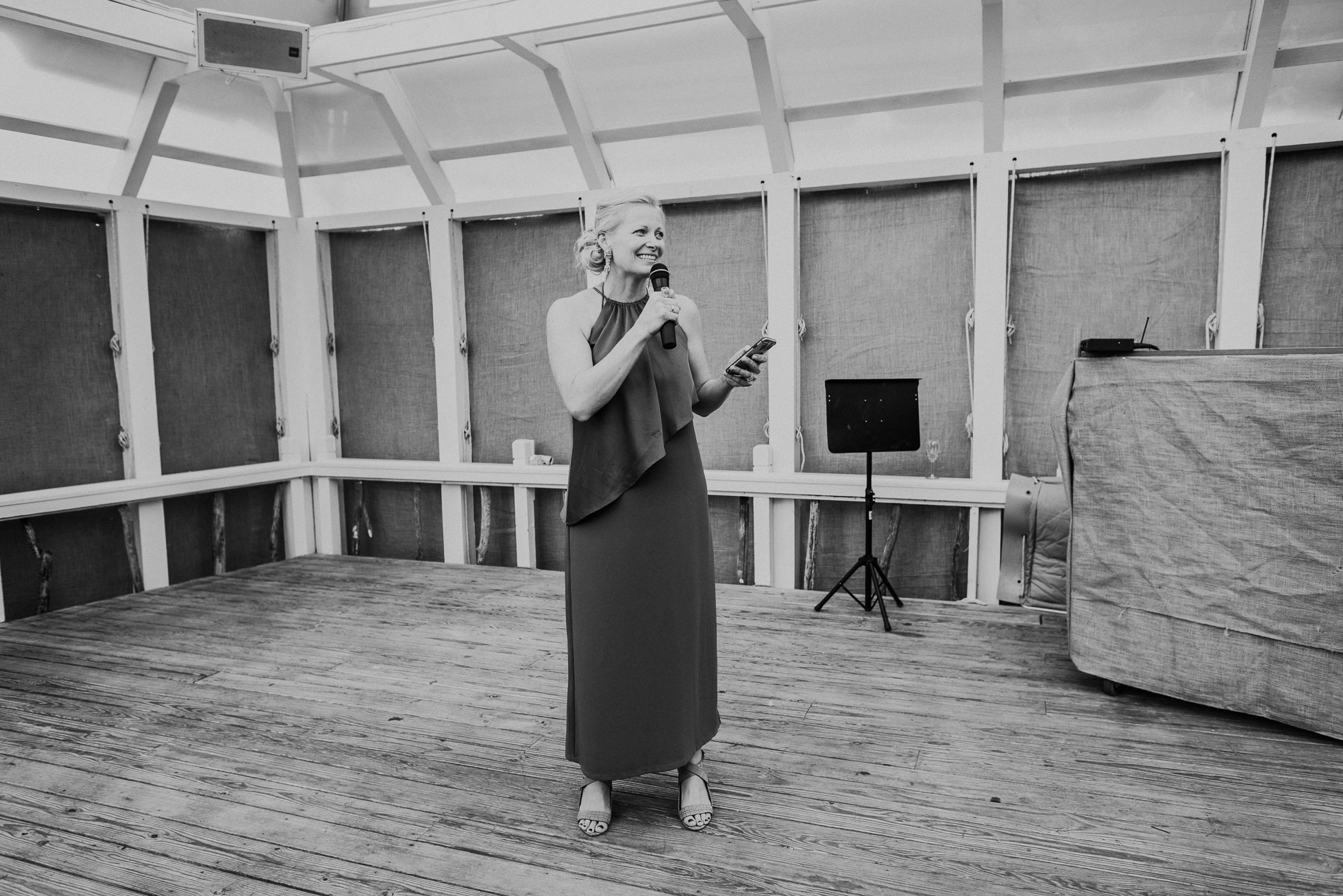 maid of honor speech at the surf lodge in Montauk wedding photographed by Traverse the Tides