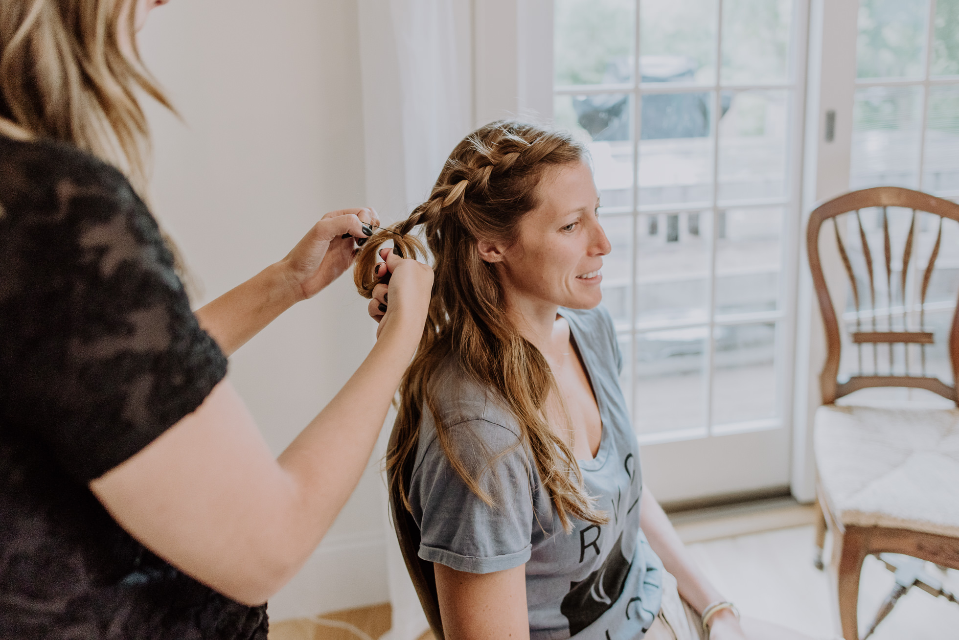bride getting braids in Montauk photographed by Traverse the Tides