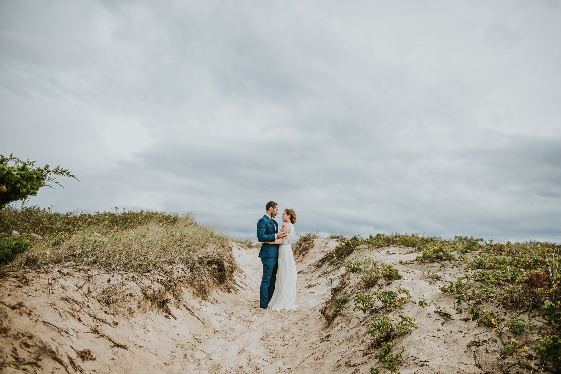 bride and groom sand dunes Montauk wedding photographed by Traverse the Tides