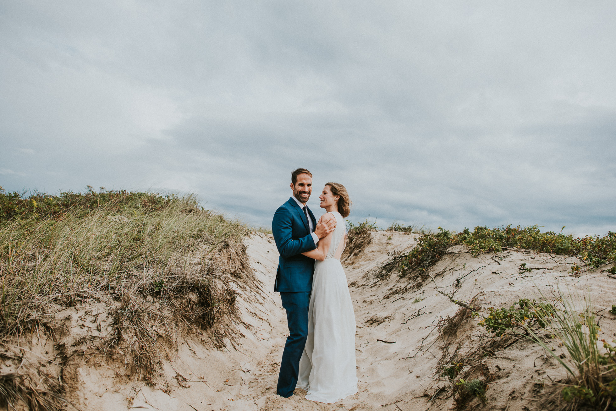 stylish bride and groom sand dunes Montauk wedding photographed by Traverse the Tides