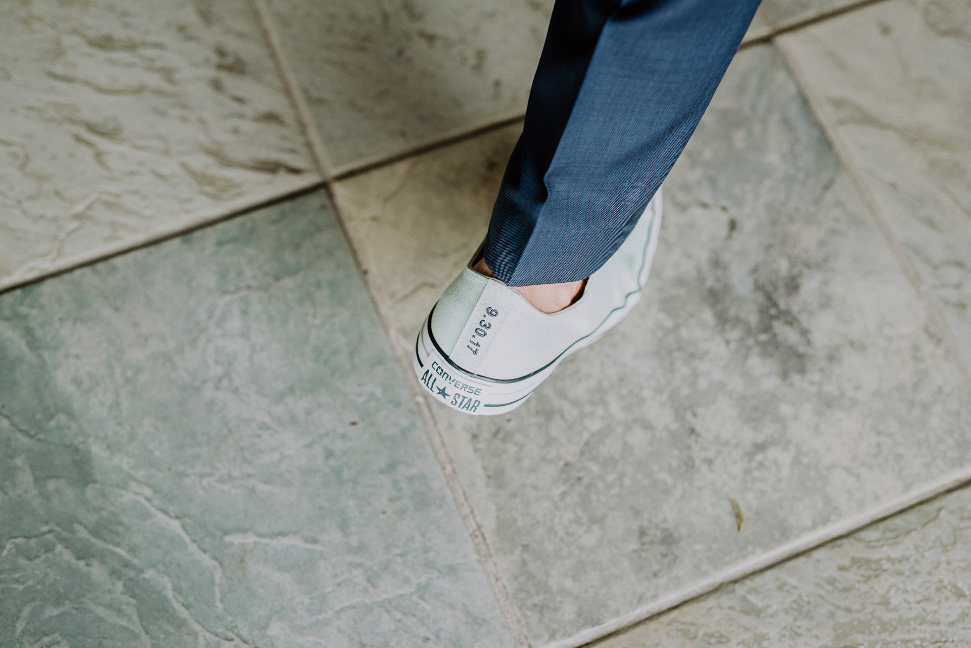 Converse sneakers wedding in Montauk photographed by Traverse the Tides