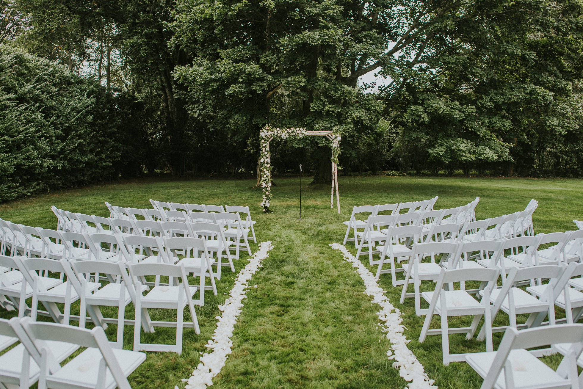 the Hedges Inn wedding ceremony