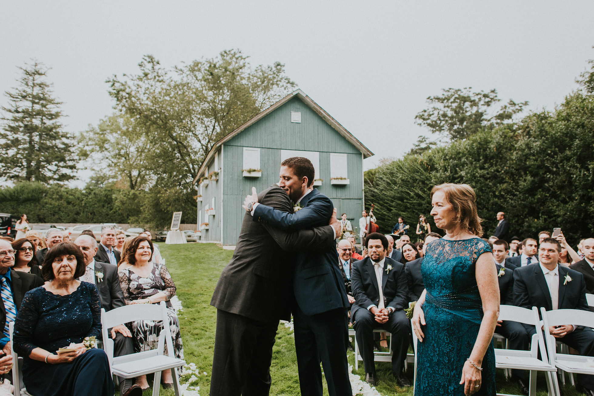 the Hedges Inn outdoor wedding ceremony