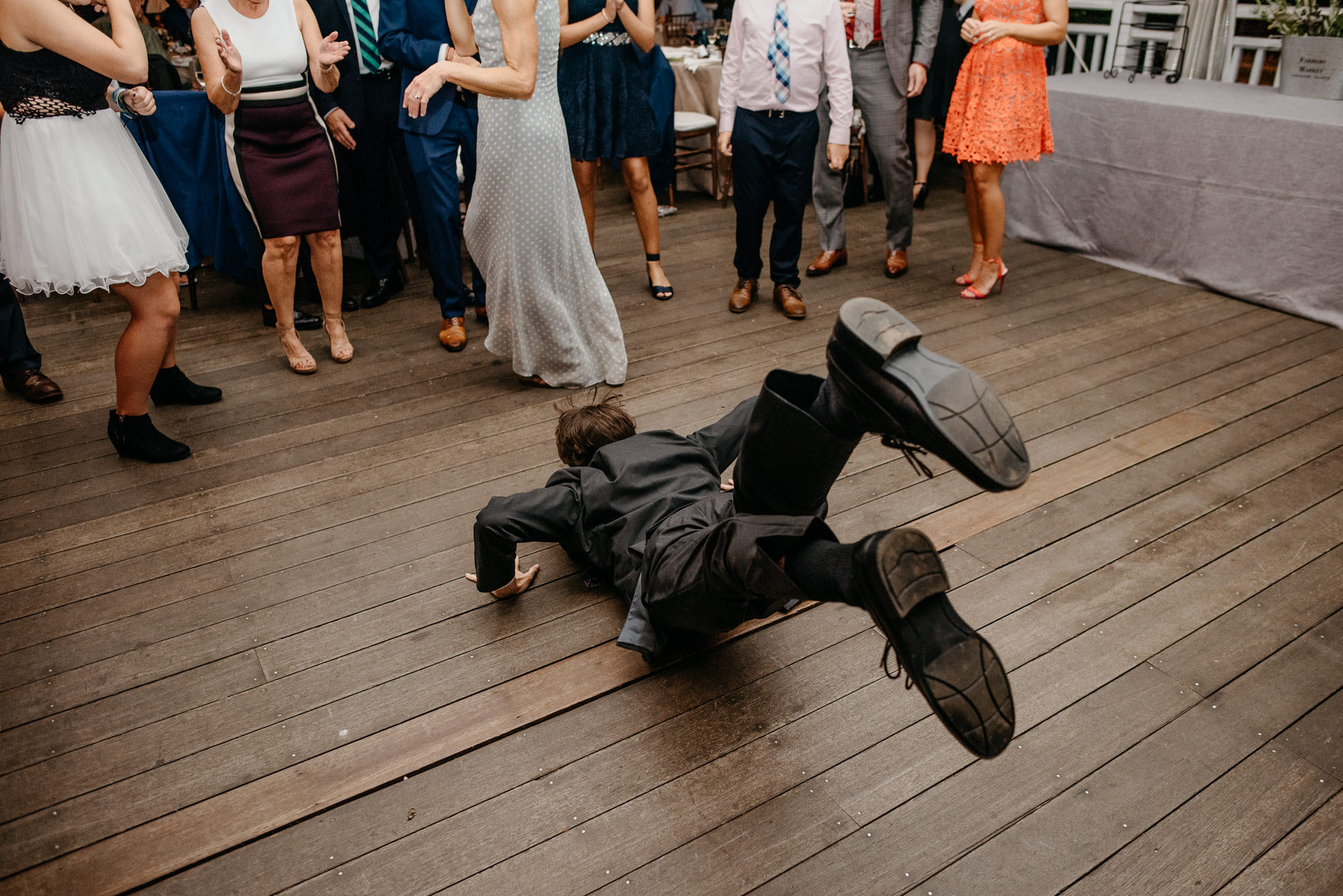 wedding guests do the worm